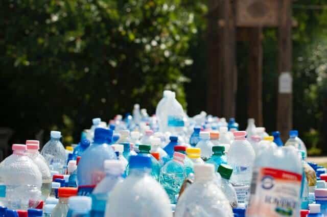 Muovi pullot