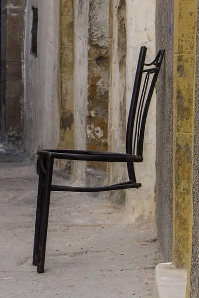 Rikkinäinen tuoli