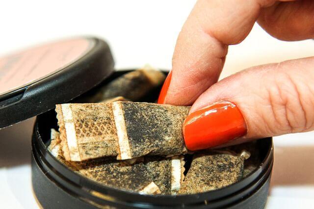Pitäisikö käyttää nuuskaa työkaluna tupakoinnin lopettamiseen?